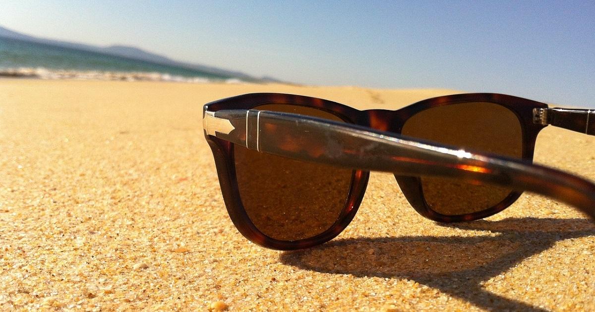 sunglasses-115870_1280
